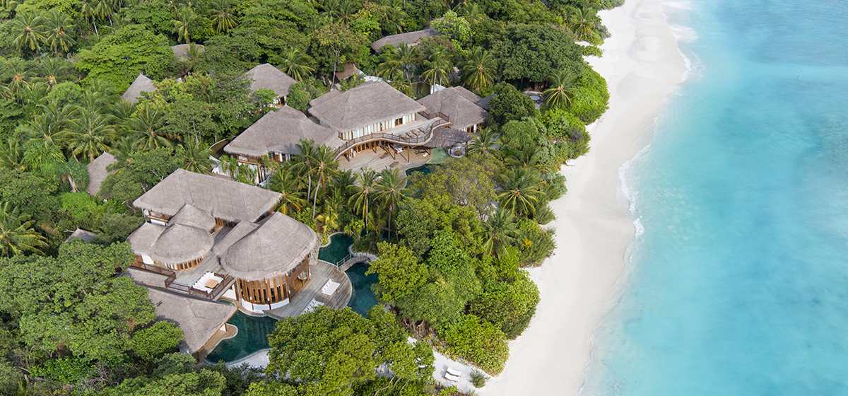001-Soneva-Fushi_Villa41_Aerial_Shot_3_by_Richard_Waite.png