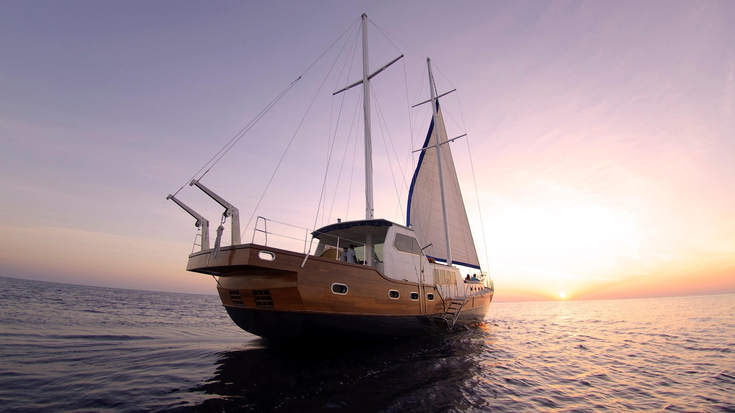 61620252-H1-Anantara_Kihavah_Ocean_Whisperer_Yacht.jpg