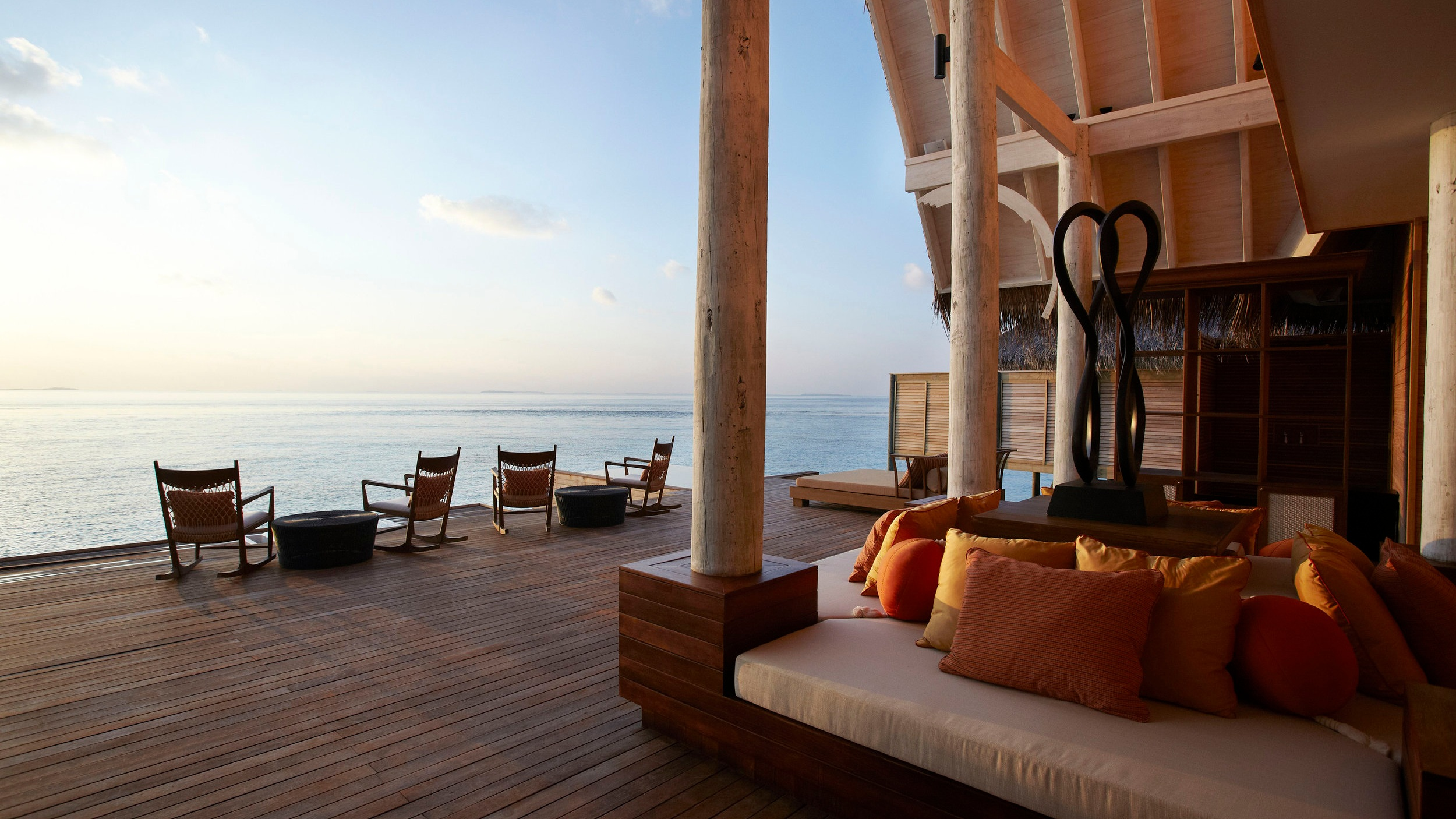 61616889-H1-Anantara_Kihavah_Villas_Spa_relaxation_deck_ocean_view.jpg