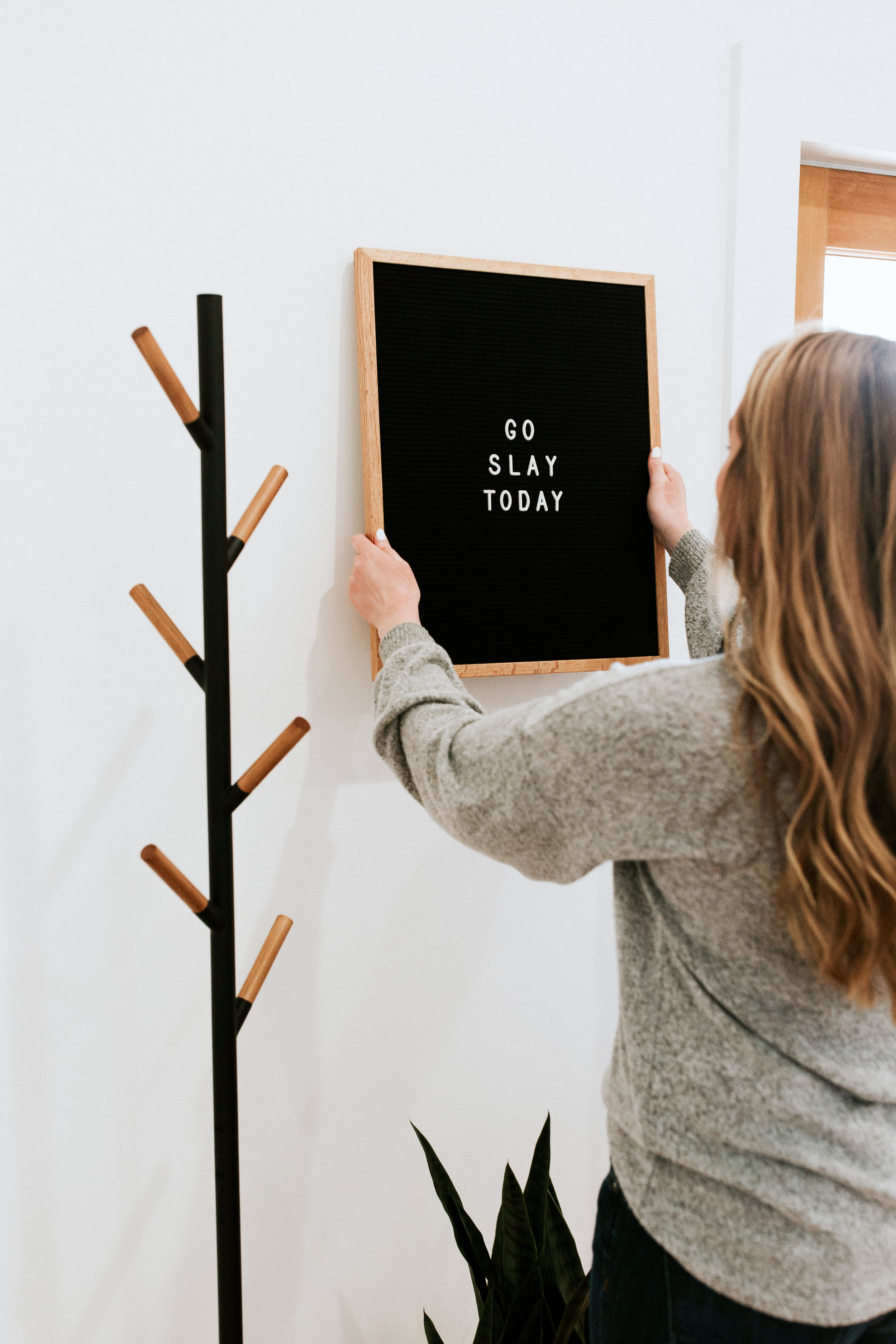 how we styled our entryway - modern minimal style inspiration