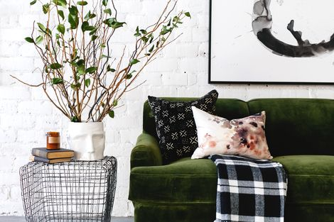 Fall Decorating Guide by Refined Design - how to decorate for the fall in a modern home. Fall color palette, texture, and pattern. Modern fall decor inspiration.