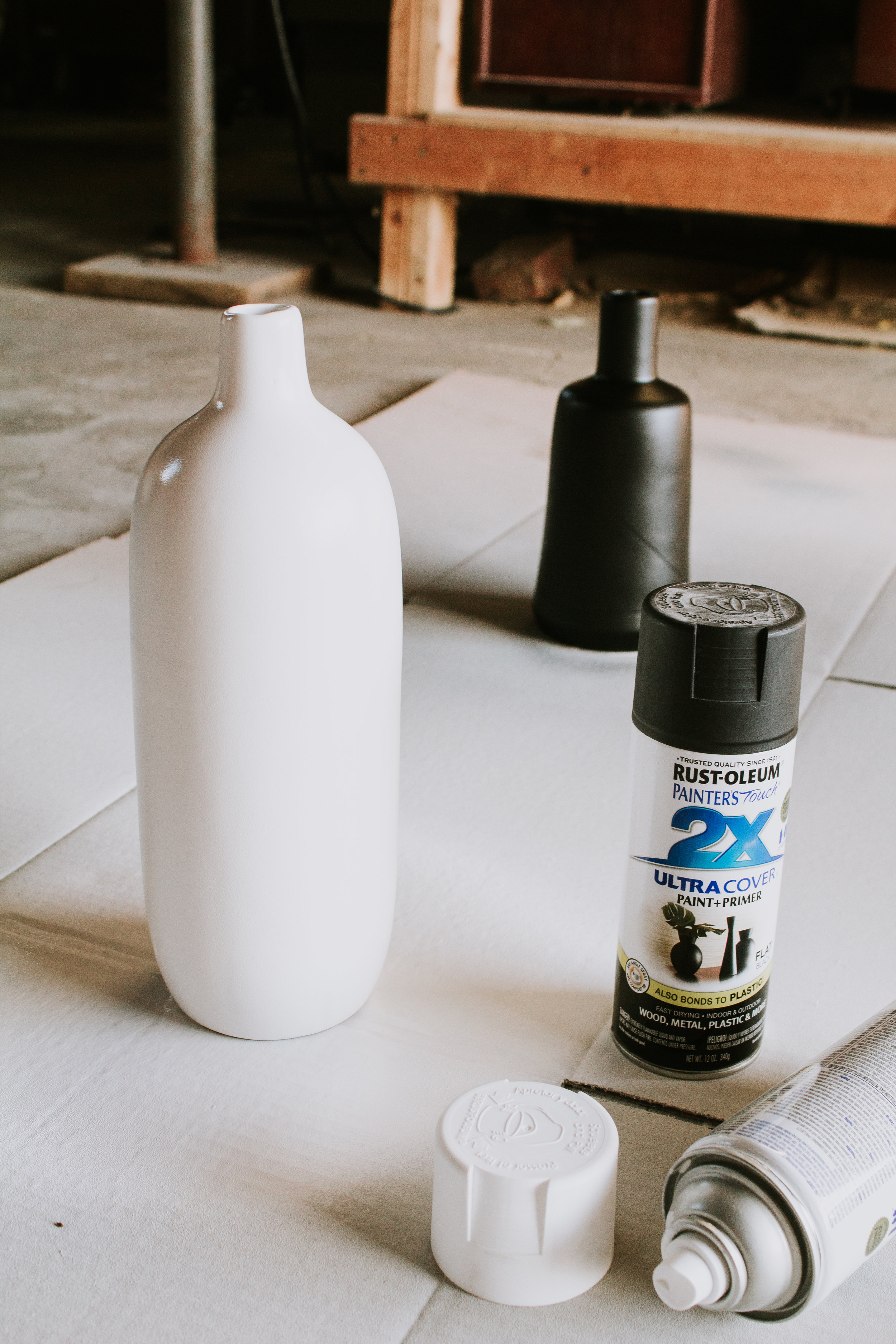 How to give your outdated vases a face-lift - how to update your old vases. Paint your vase to give it new life. Step by step tutorial on DIY painted vases from Goodwill. Rustoleum paint