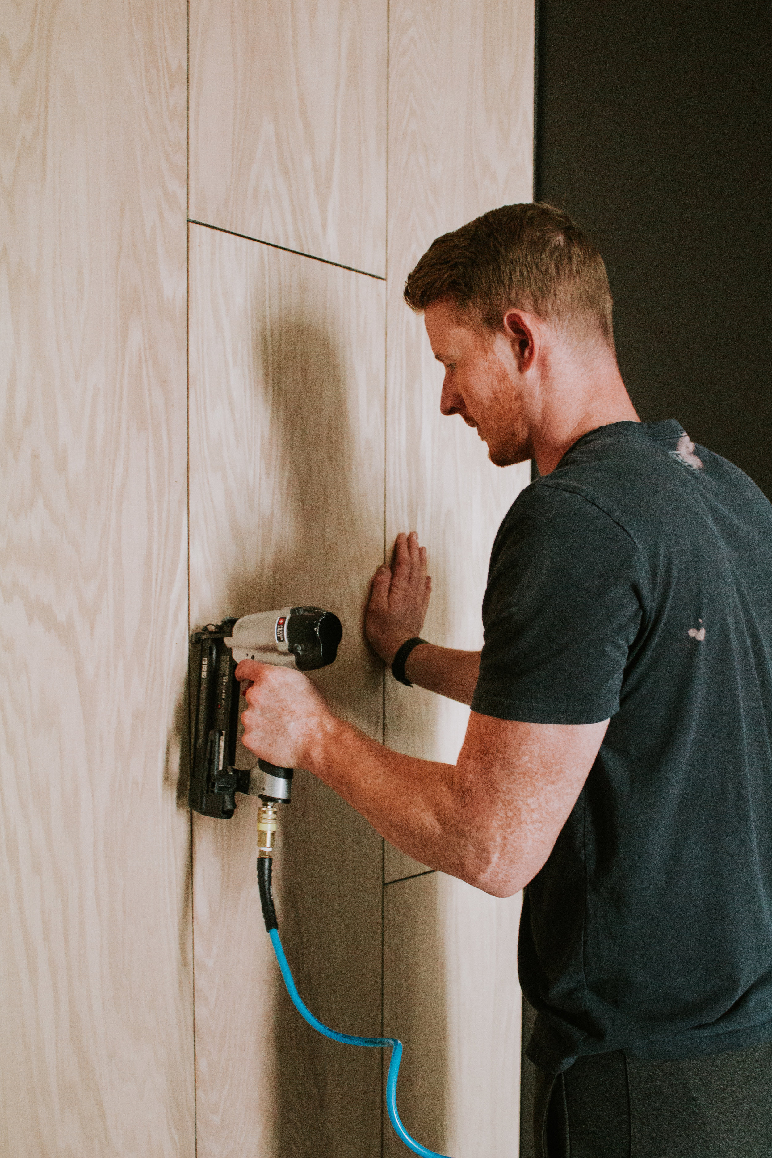 DIY Oak Plywood Accent Wall by Nadine Stay - turn a boring wall into a feature wall with vertical oak wood planking. Modern and retro style staggered accent wall with light oak wood. Speak Podcast Studio in Lincoln, Nebraska