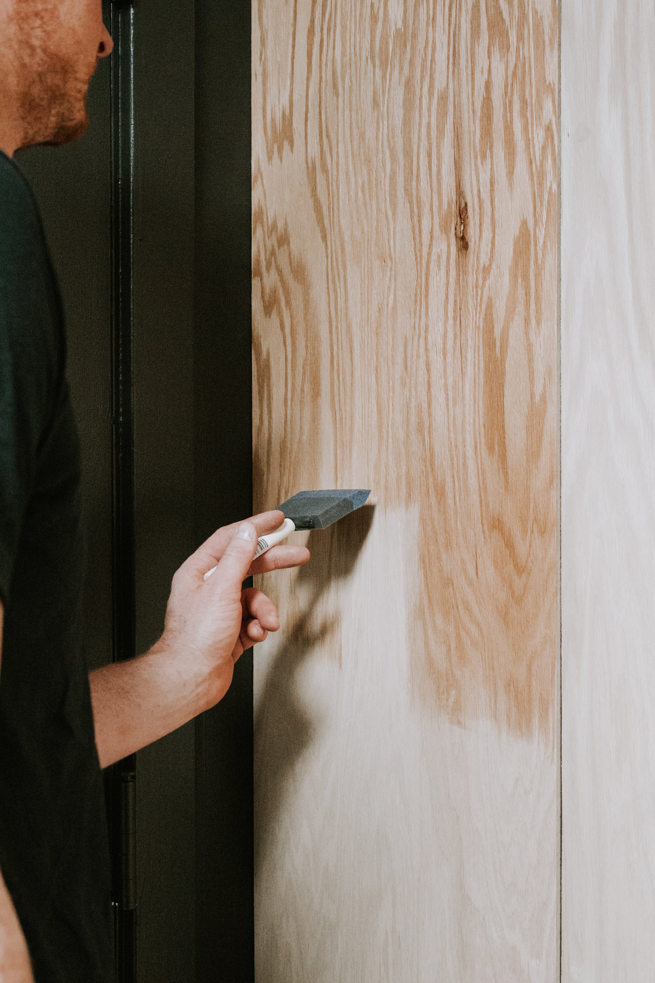 DIY Oak Plywood Accent Wall by Nadine Stay - turn a boring wall into a feature wall with vertical oak wood planking. Modern and retro style staggered accent wall with light oak wood.