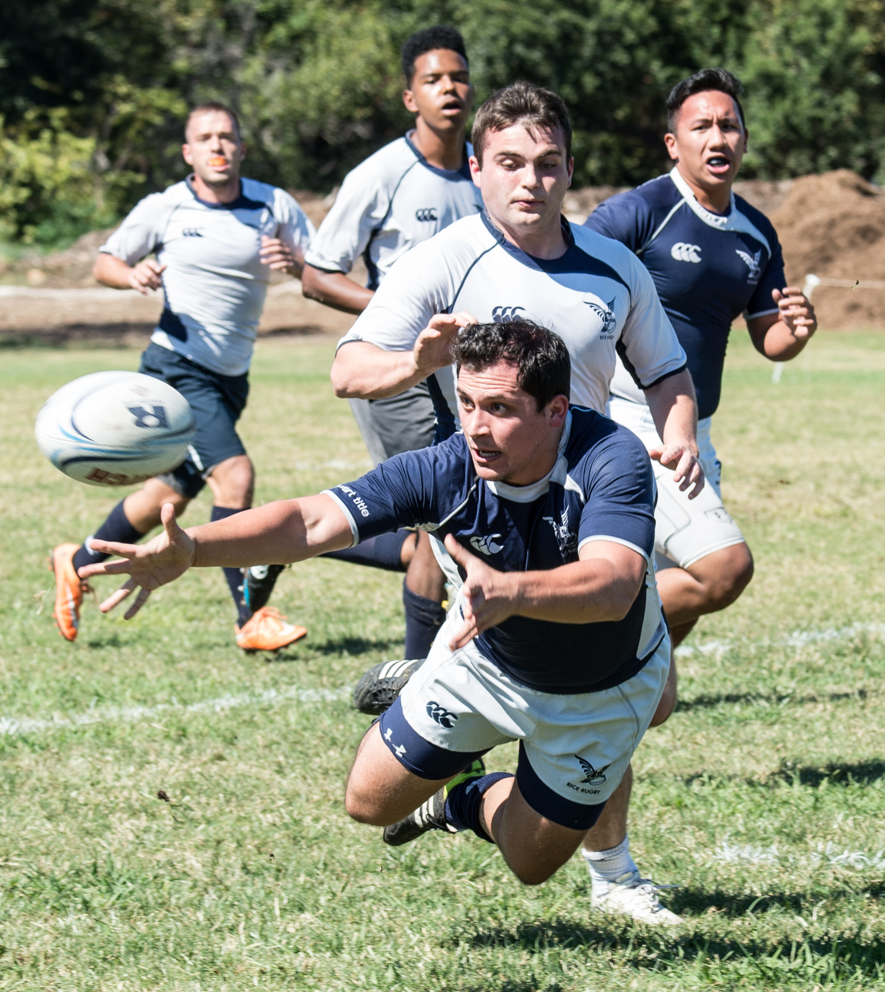 2013.0 rice rugby dive pass.jpg