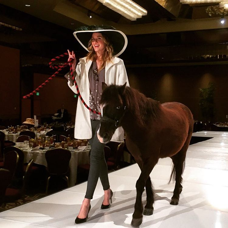 You're not hallucinating I'm #walkingtherunway with a #pony his name's #magic to be be exact ! #twomodelsdo #model @lamodelsrunway