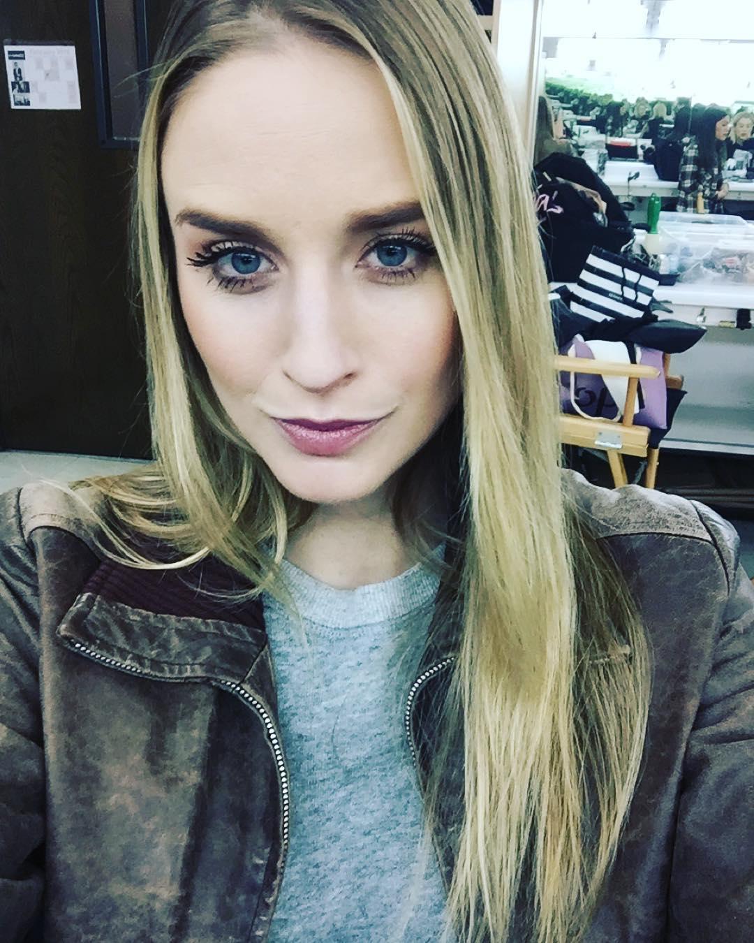 Still not thinking about the #superbowl #sorrynotsorry #makeupchair #selfie #naturalbeauty #model @lamodelsrunway @astonmodels