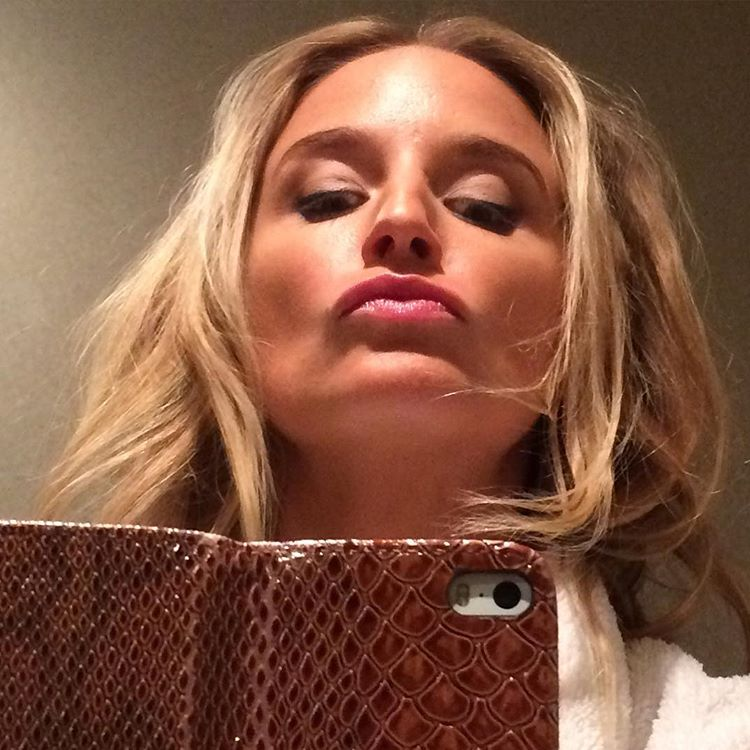 #duckface or #mugatu #selfie ? #onset being A #fairy loving the retro vibes #actorlife @discovermgmt