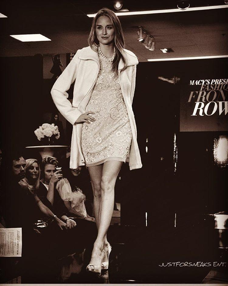 When #lisarinna tells you to #werkit  you listen. #macysfashionshow #fashionfrontrow @lamodelsrunway @koziakproductions #blonde #runway #model