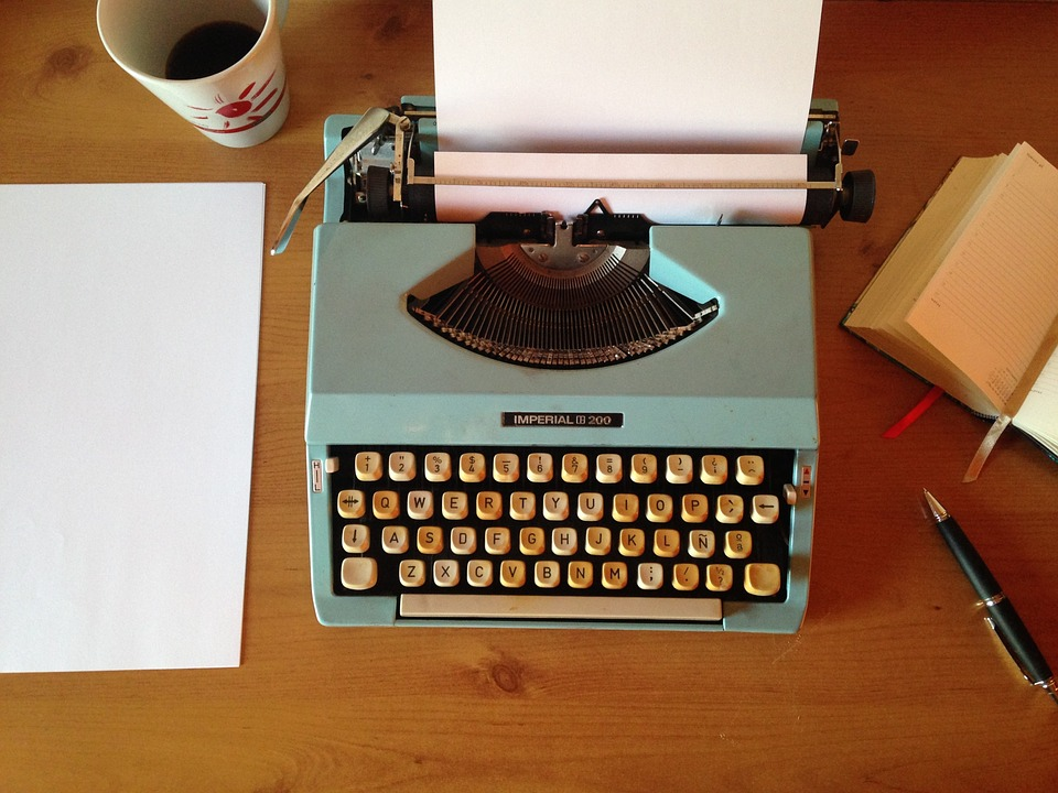 WRITER27 machine-writing-1035292_960_720.jpg
