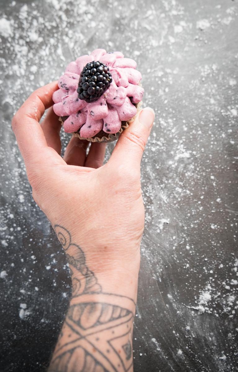 boozy-blackberry-honey-frosting