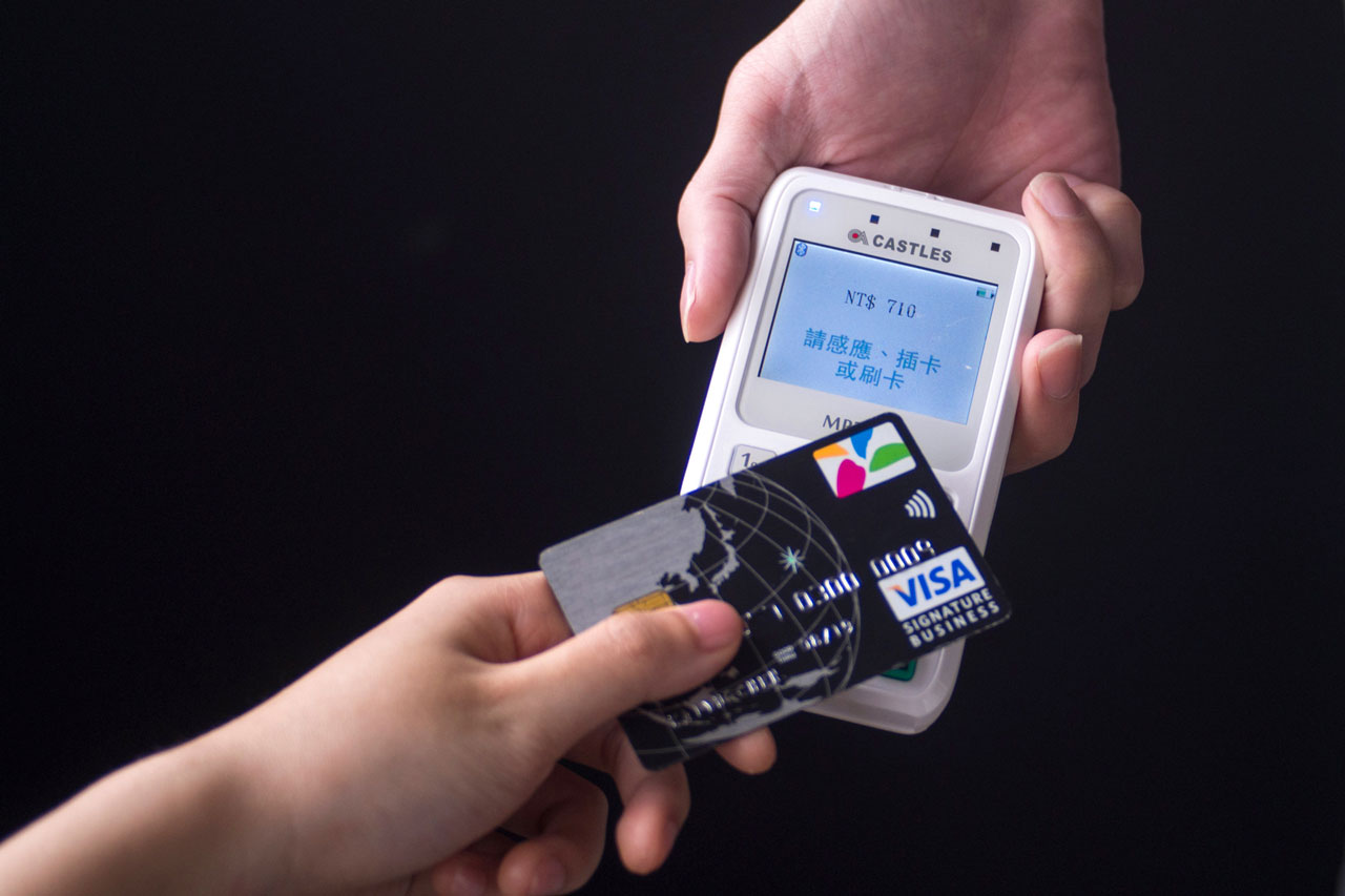 mPOS行動刷卡,月營業額5萬即可申請,率先支援Apple Pay