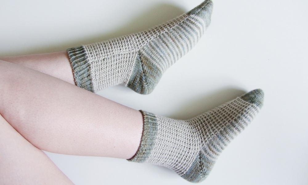 Free pattern: waffle knit socks