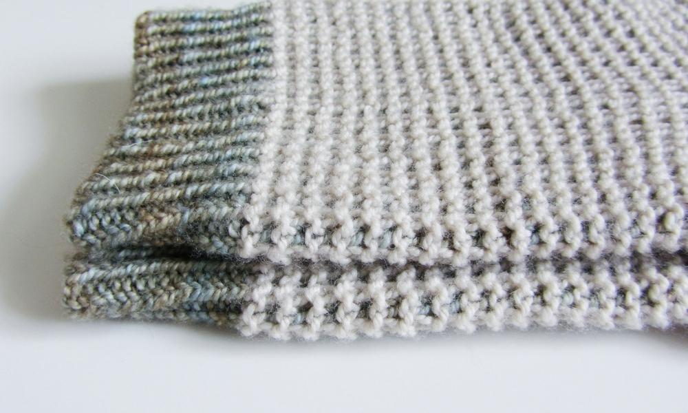 Two colour socks: knitting pattern