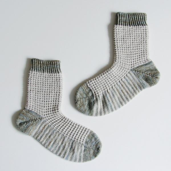 Free Knitting Pattern - Gaufre Socks