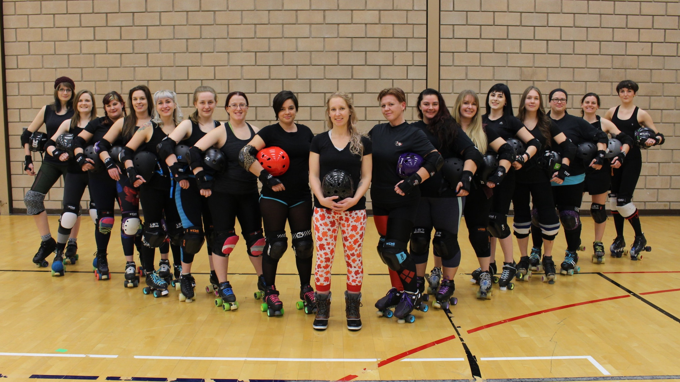 From left to right: Sweet Leggy Jane - Leithal Weapon - Dolly Disheveled - Patschit Crazy - Thistle - Gnarlie Chaplin - Hosstile - Ripple - Trackula - Puppet Masher - Queen Elizadeath - Boom - Lula - Kellin' It - Princess Bust'Her'Up - Crowbar - Pain Eyre