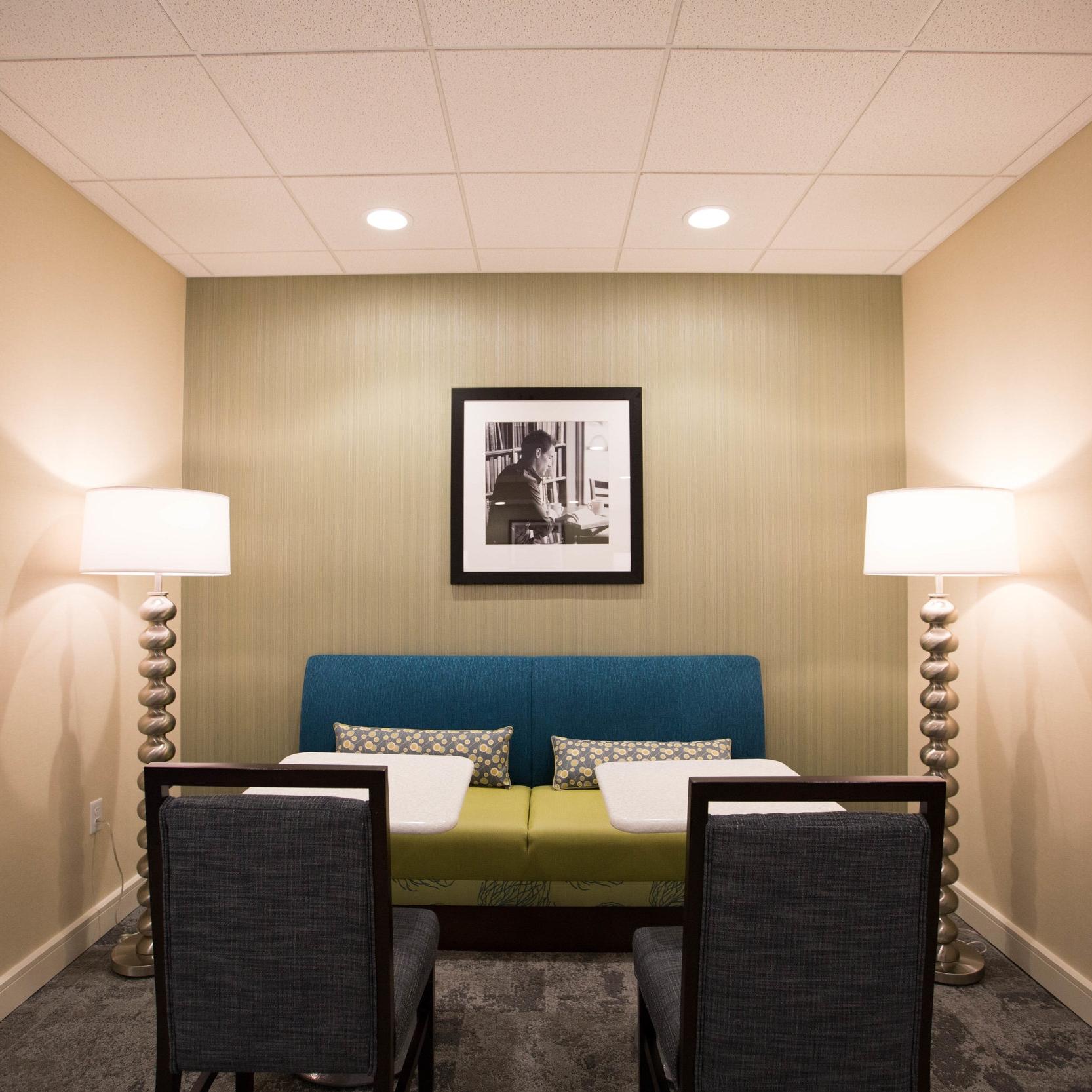 Hampton Inn Amesbury   New Hotel 92 Guest Rooms Contractor: Opechee Amesbury, Massachusetts