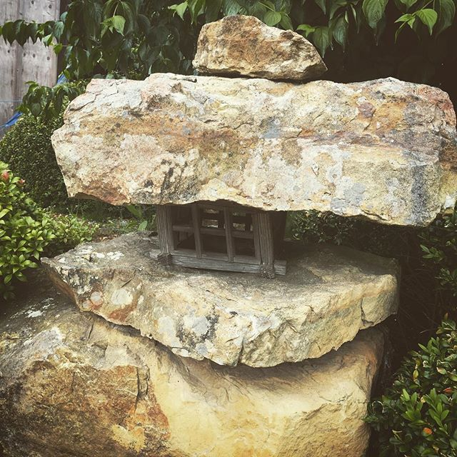 Natural stone and wood lantern, Japanese style... in deepest Kent. Beautiful objects 🙏🏽