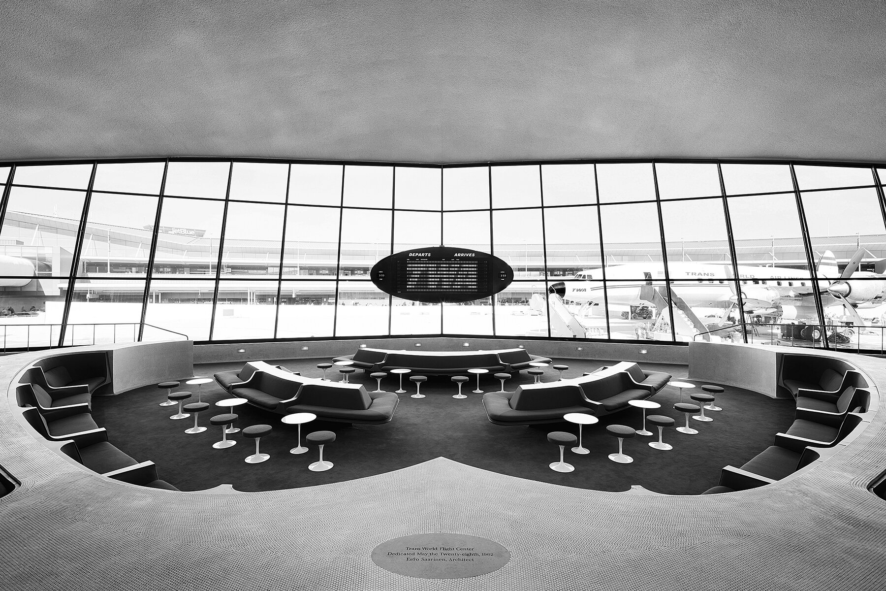 The Sunken Lounge features a split-flap departures board by Solari di Udine and a view of a restored 1958 Lockheed Constellation plane. Photo: David Mitchell. Courtesy TWA Hotel.