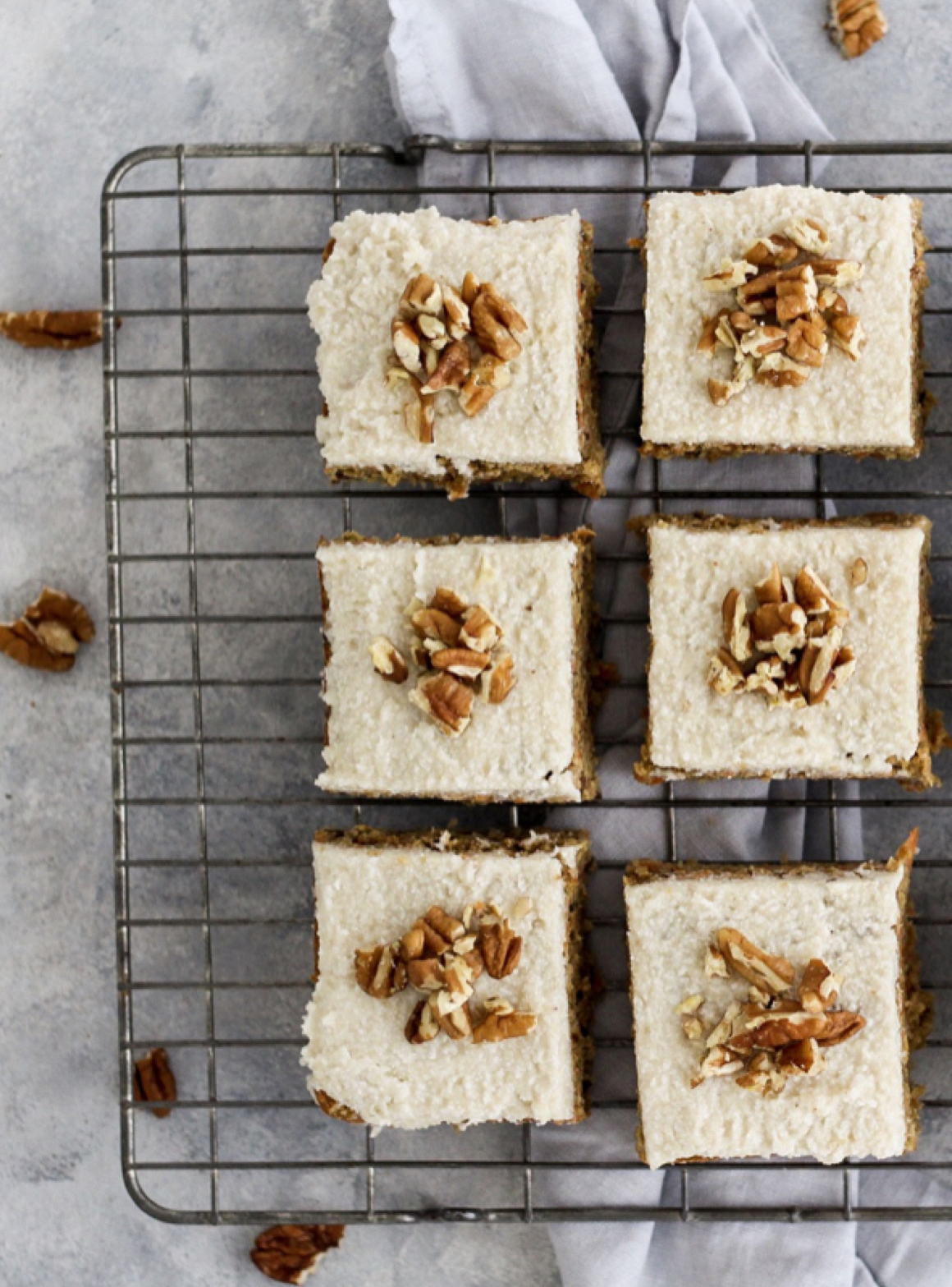 carrot cake bars - These carrot cake bars look so delicious and such a great twist on the classic carrot cake. All the classic spices, chunky bits of fresh carrot and topped with a cashew based frosting - amazing!Here's the recipe