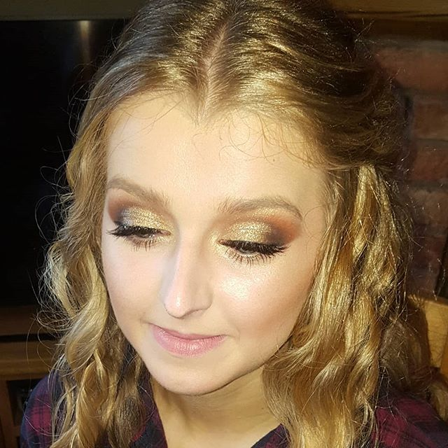 This weekend i was so honoured to be asked to do hair and make up for this beautiful young ladies 21st birthday party.  Iv known Alice since she was very young and wow what a beautiful person inside and outside she has grown into!! Happy 21st Birthday lovely, i hope you had the best time celebrating 😚  #hairandmakeup #occasionhair #occasionmakeup #21stbirthday #glammakeup #smokeyeyes #flawlessskin #longblondehair #halfuphalfdown #cheshiremua #cheshirehairsylist #lovemyjob