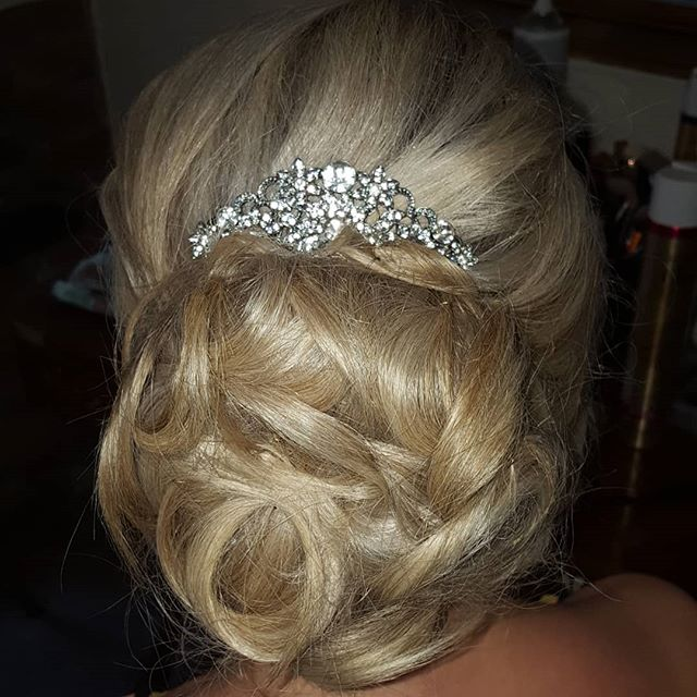 I just loved creating this gorgeous updo for Kayleigh's wedding party on Sunday.  Inspired by a hair style Kayleigh had on her hen party 😍  #bridalhair #bridalupdo #hairbyme #cheshirehairstylist #staffordshirehairstylist #blondebride #occasionhair #weddinghair #lovemyjob