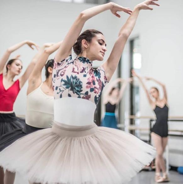 The beautiful Alexandra  @alex_iliseheier , the dancer at Pennsylvania Ballet  @paballet  👗Nui's classical standard ombre tutu (no bone) in greige colour. 📷Photo credit  @arianmolina.s