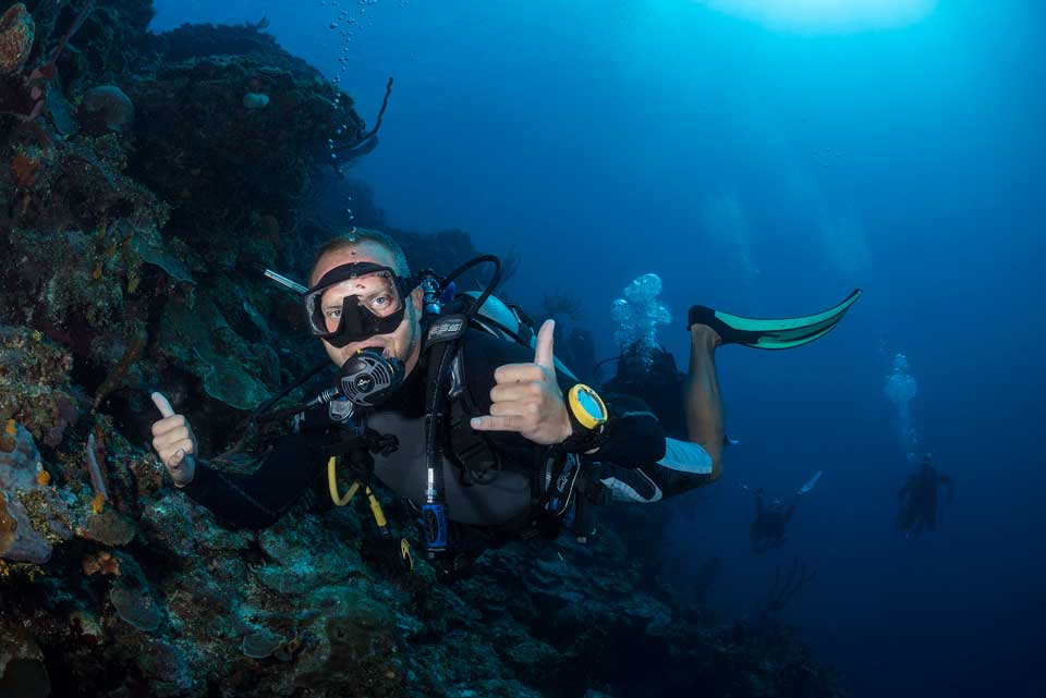 PADI-instructor-student-during-the-IDC-course