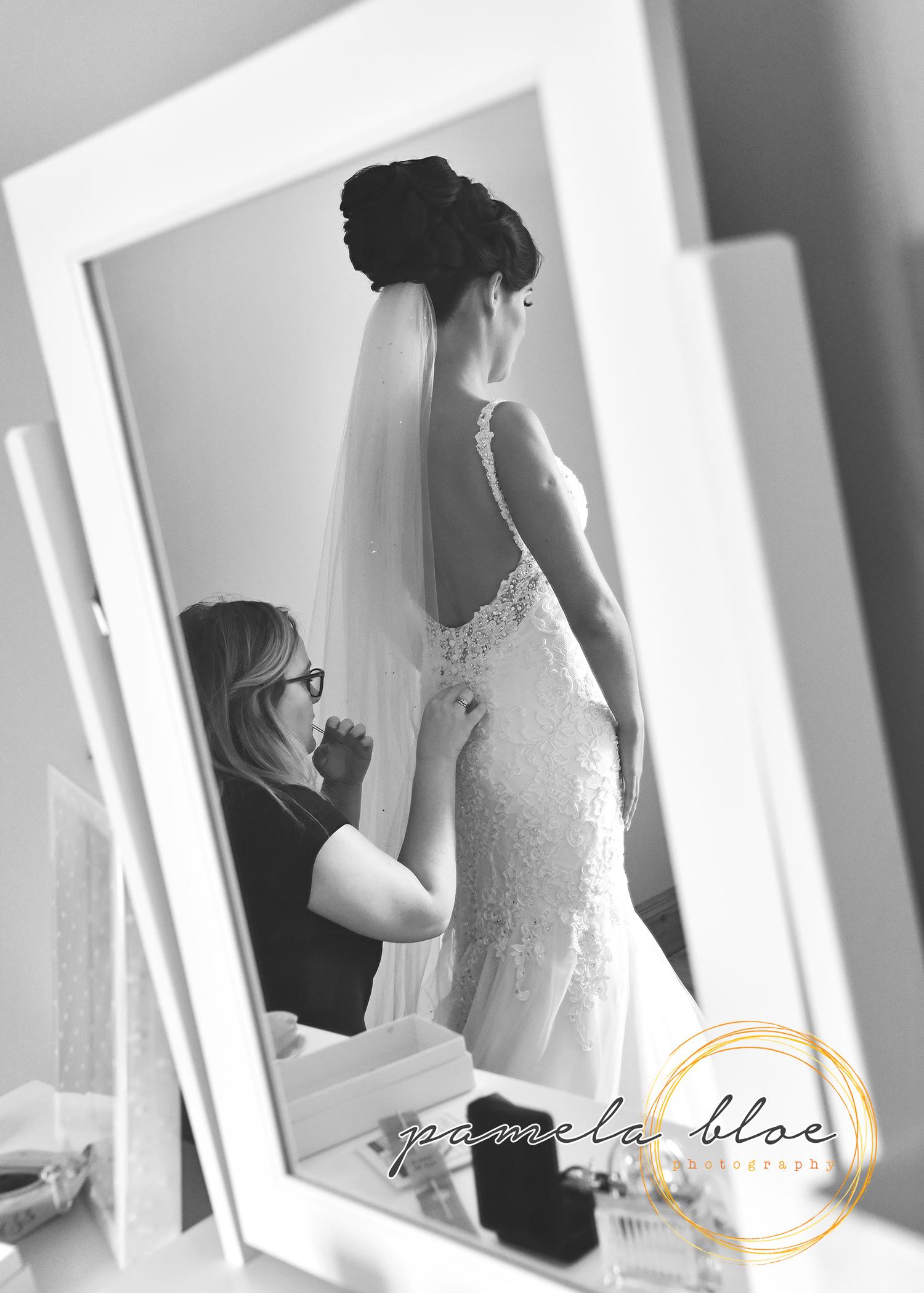 wedding-morning-dressing-service-team-bride