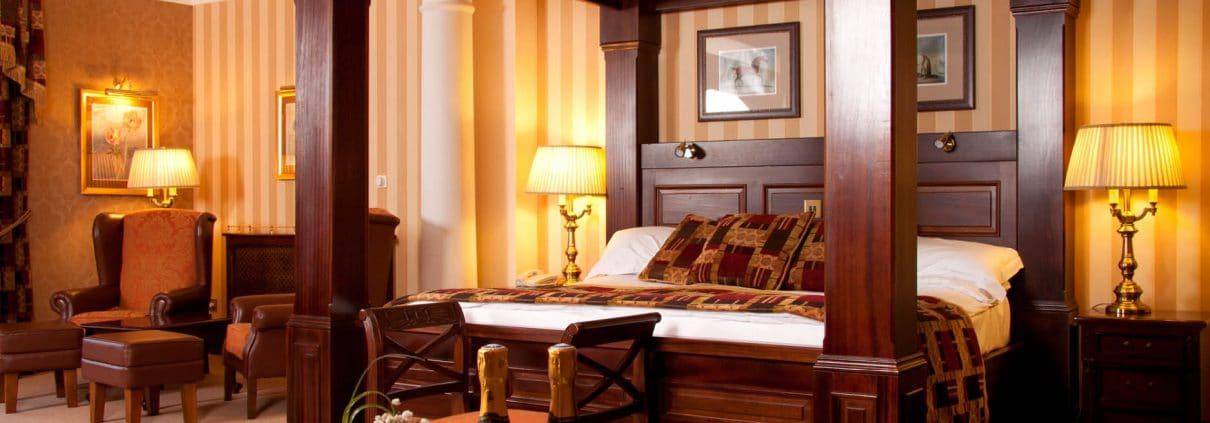 harveys-point-bedrooms-1-1210x423.jpg