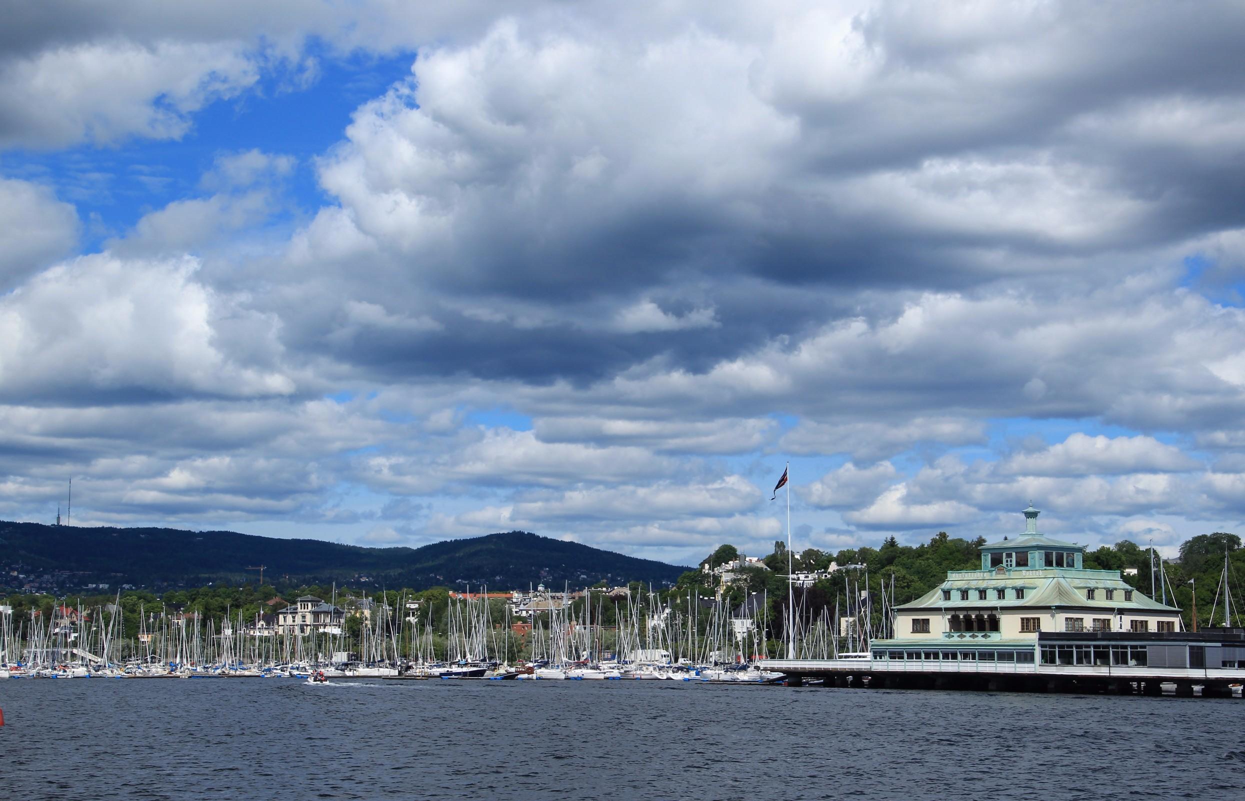 Hundreds of sailboats