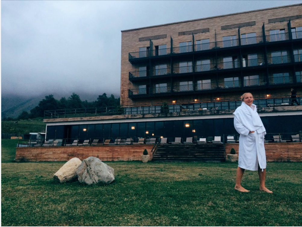 5 сентября - Йога и грузинский завтракМинеральный бассейн и чилЕдем в долину Сно попускатьсяРанний сон перед треккингом к Казбеку