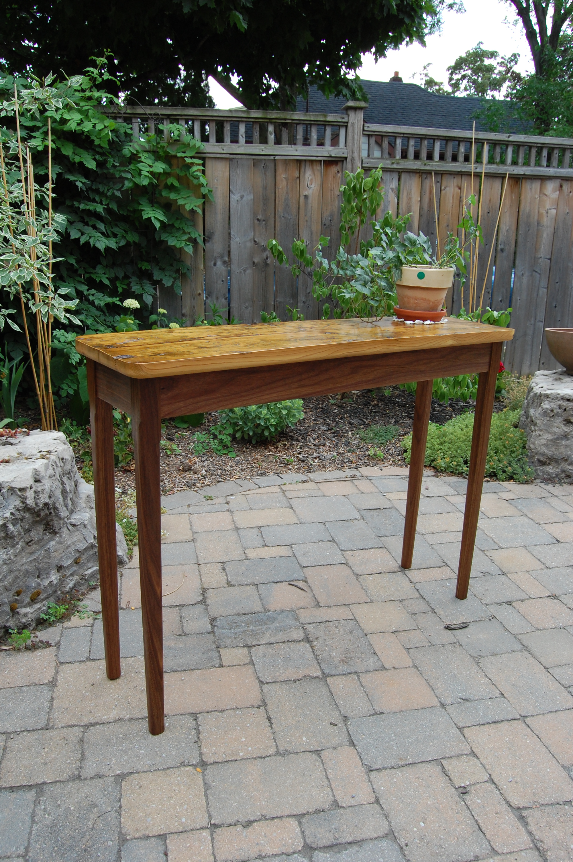 Pine/Walnut Plant table
