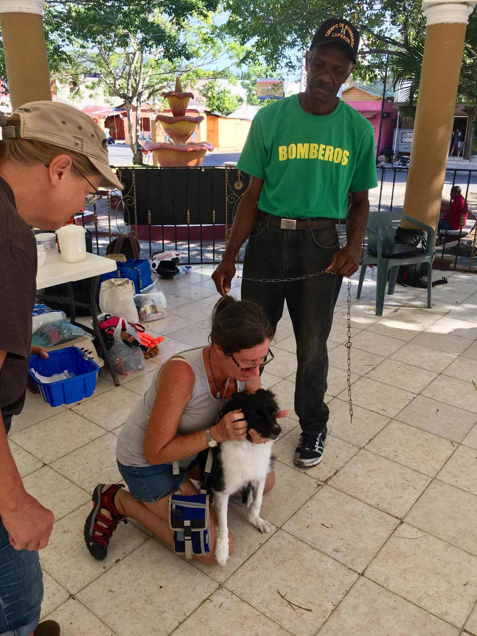 "Sailing Life Day 66: Volunteering at the ""Monthly"" Animal Clinic for Locals here in Luperon"