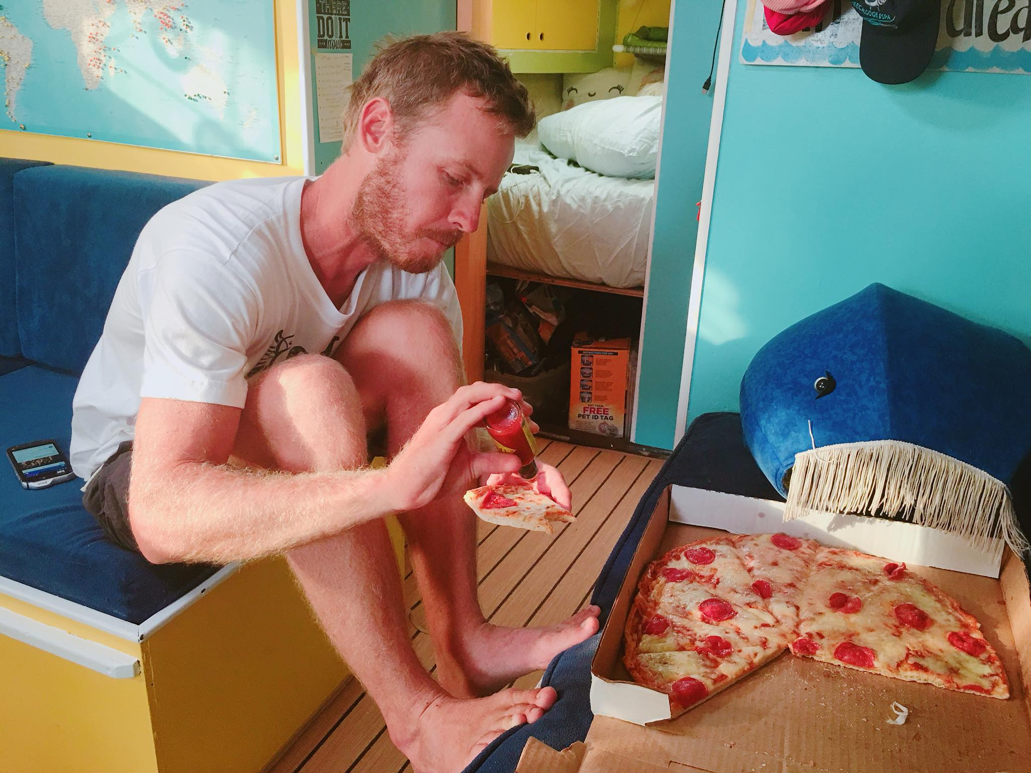 Liveaboard Life Day 133: Pizza Night on the Boat! ⛵️🐈👫