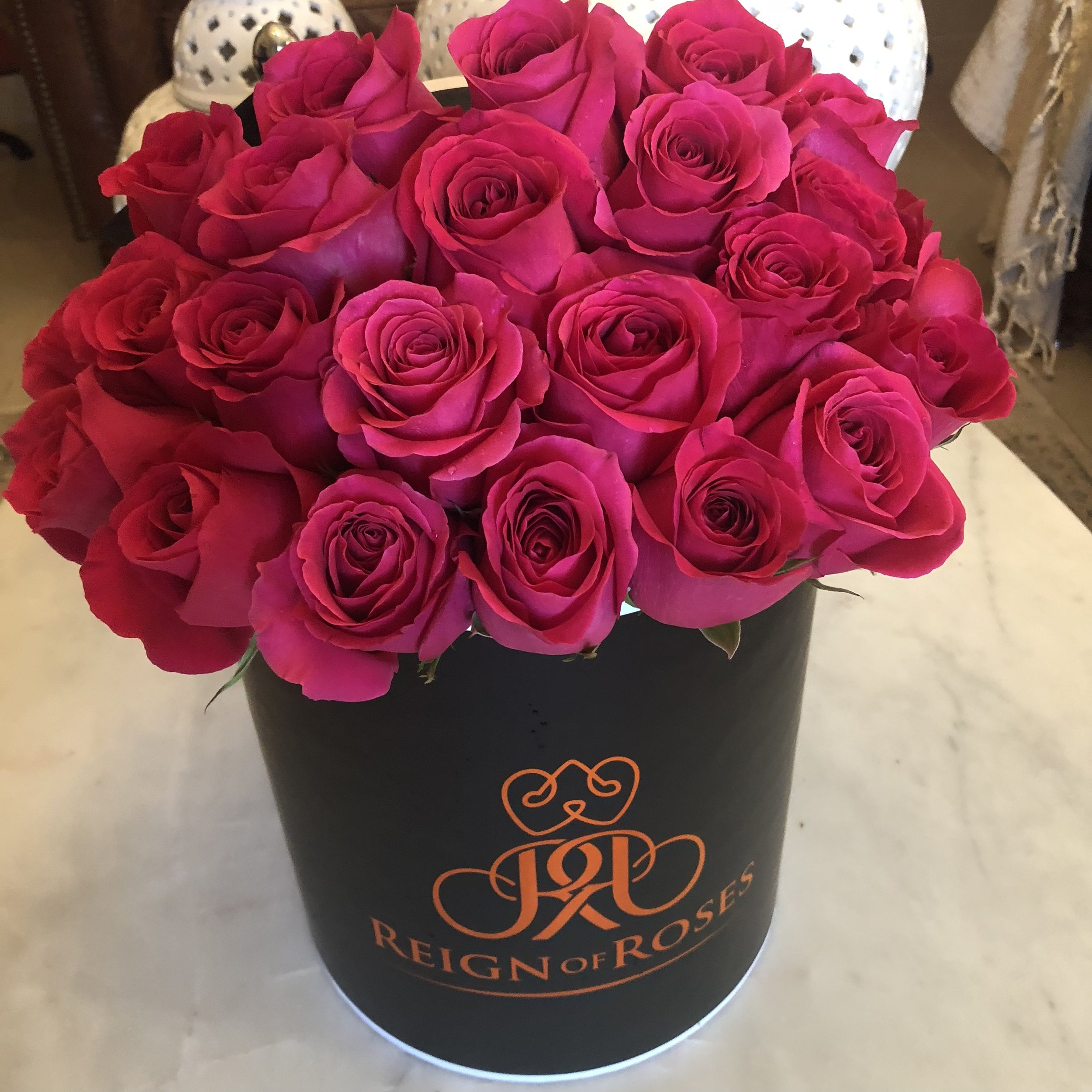 Classic Pink Elevated (23-25 Roses)