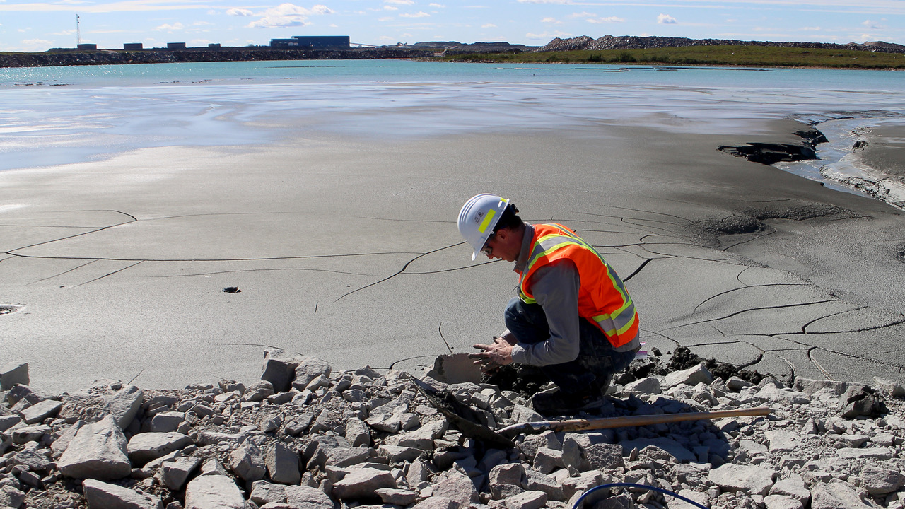 Ian collects mine tailings from the De Beers' Gahcho Kué Diamond Mine in the Northwest Territories.