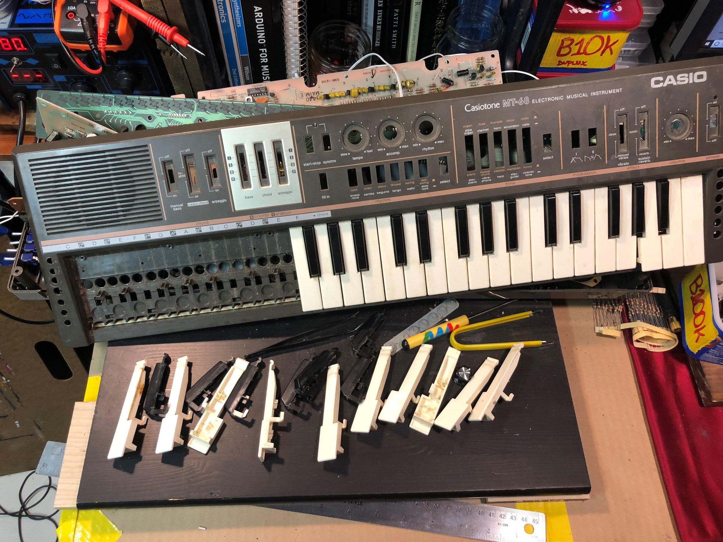 Casio MT-68 disassembled 01