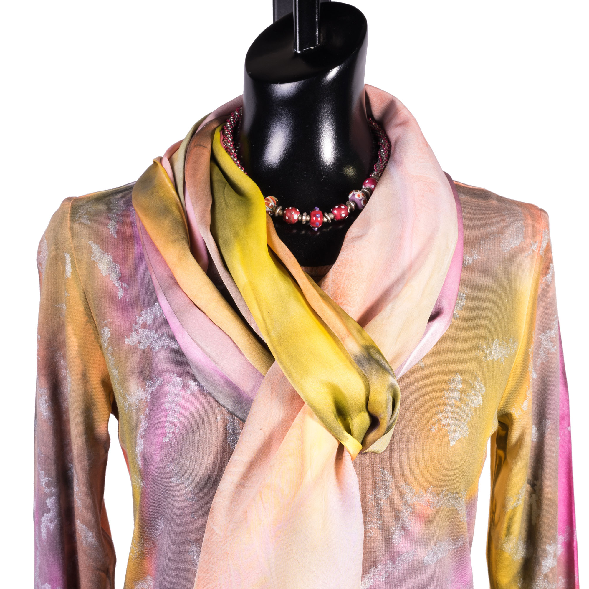 3-melarosa-wearable-art-yellowrose-detail.jpg