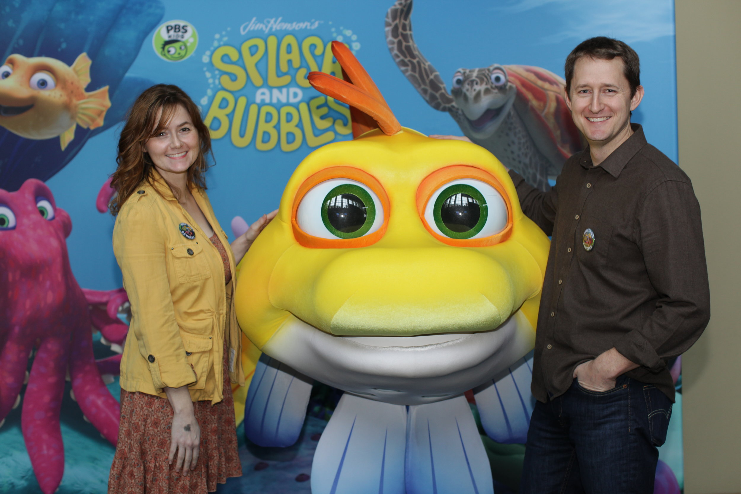 Laura and Robert Sams pose with Splash, from the PBS KIDS series Splash and Bubbles.
