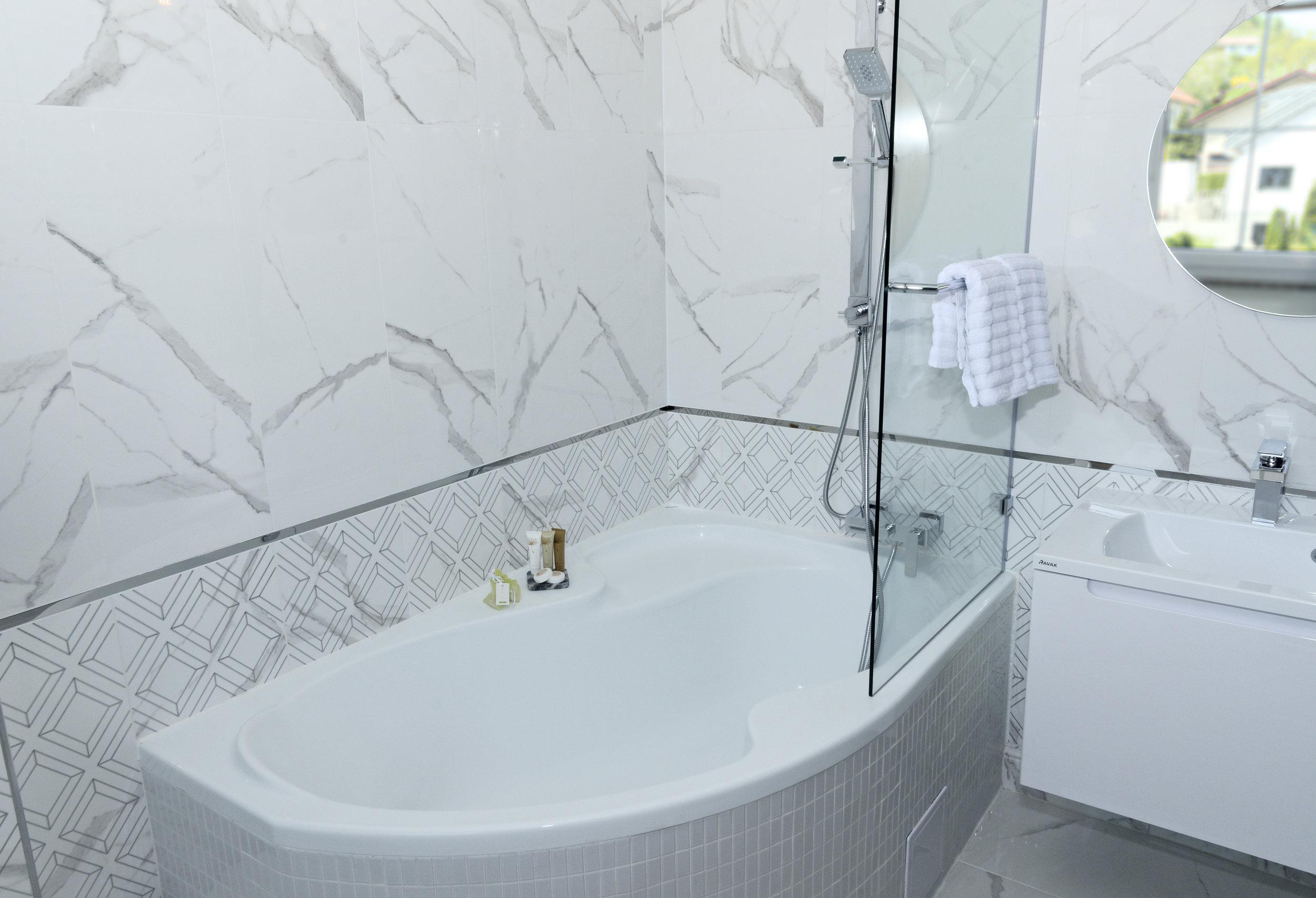 Studio Bathroom snap.jpg