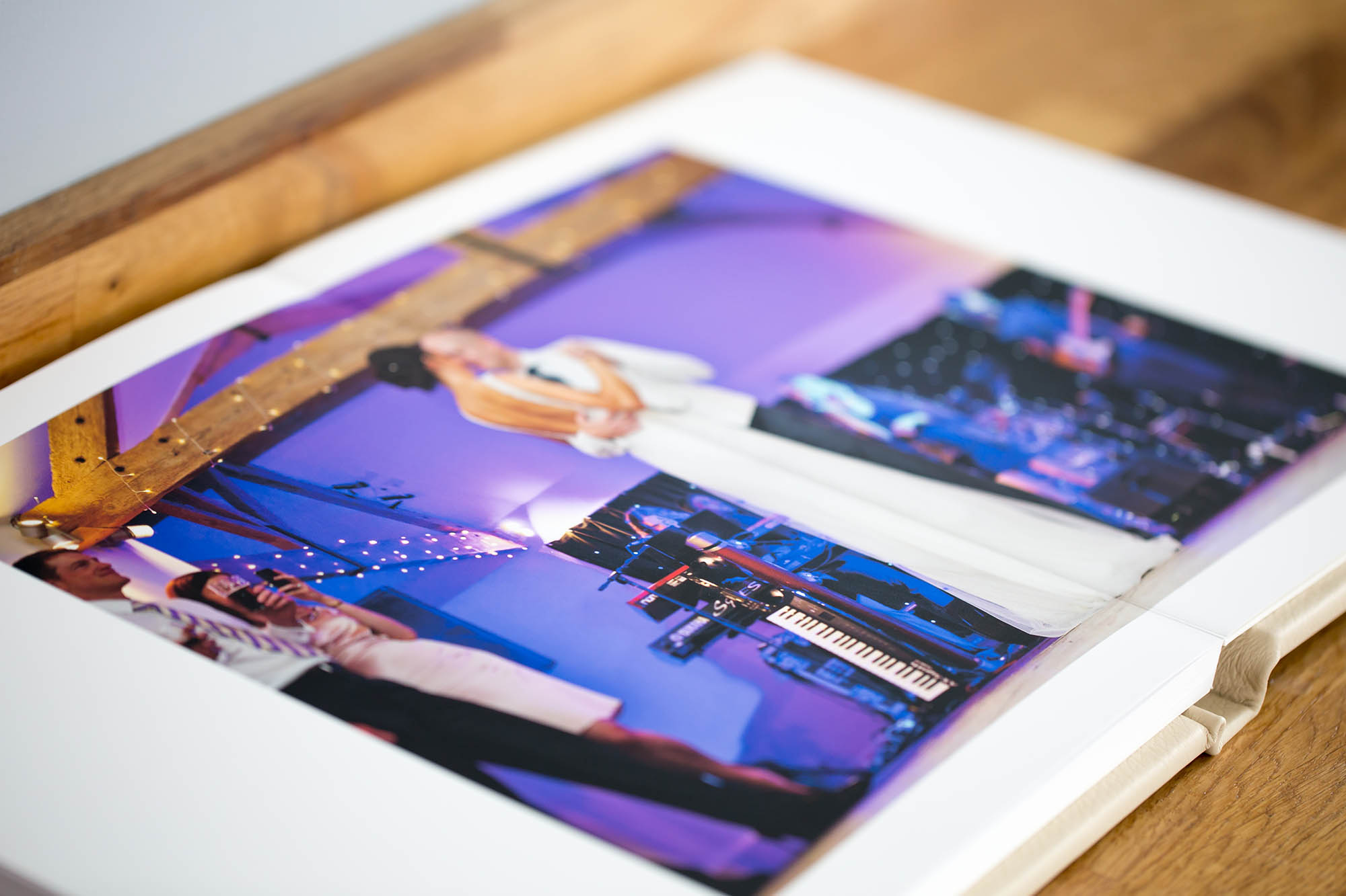 Julia_toms_wedding_album_folio_008.jpg