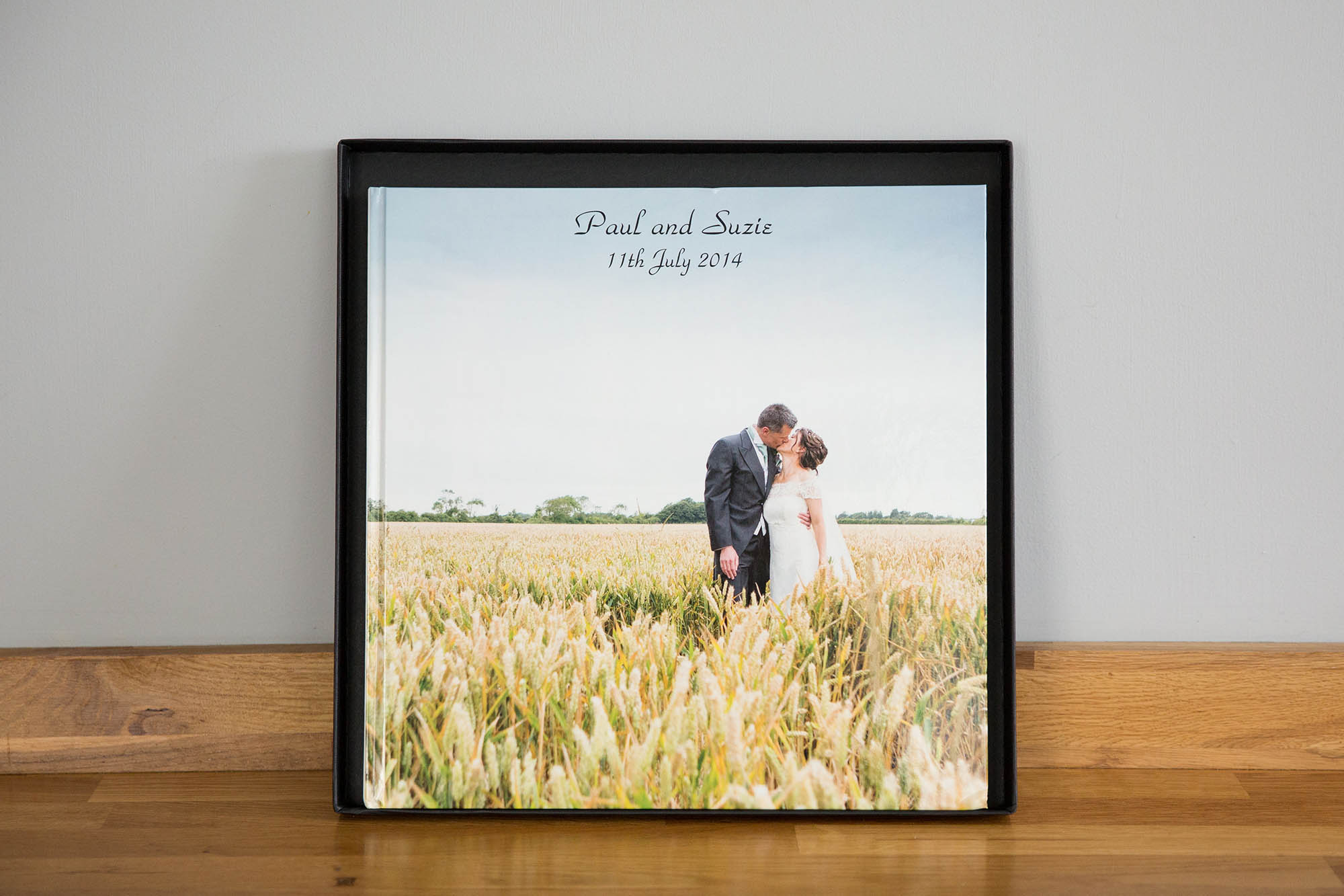 Julia_toms_wedding_album_story_book_002.jpg
