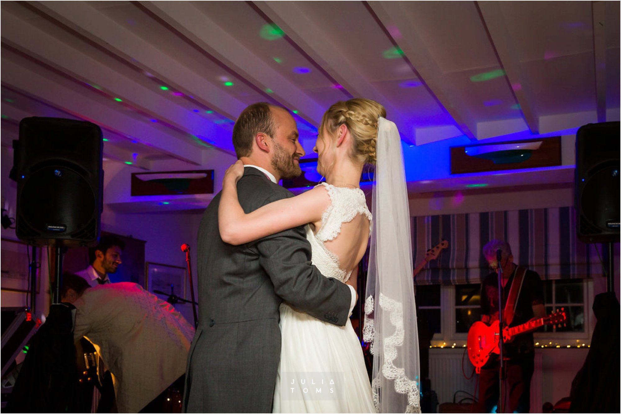 itchenor_wedding_chichester_photographer_090.jpg