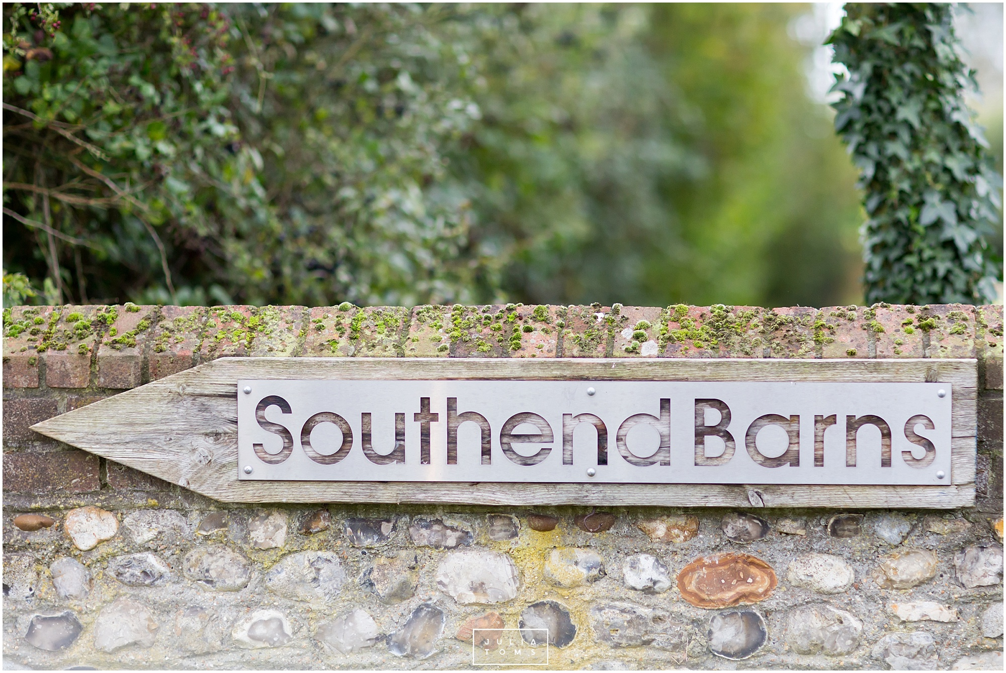 Southend_barn_wedding_photographer_chichester_001.jpg