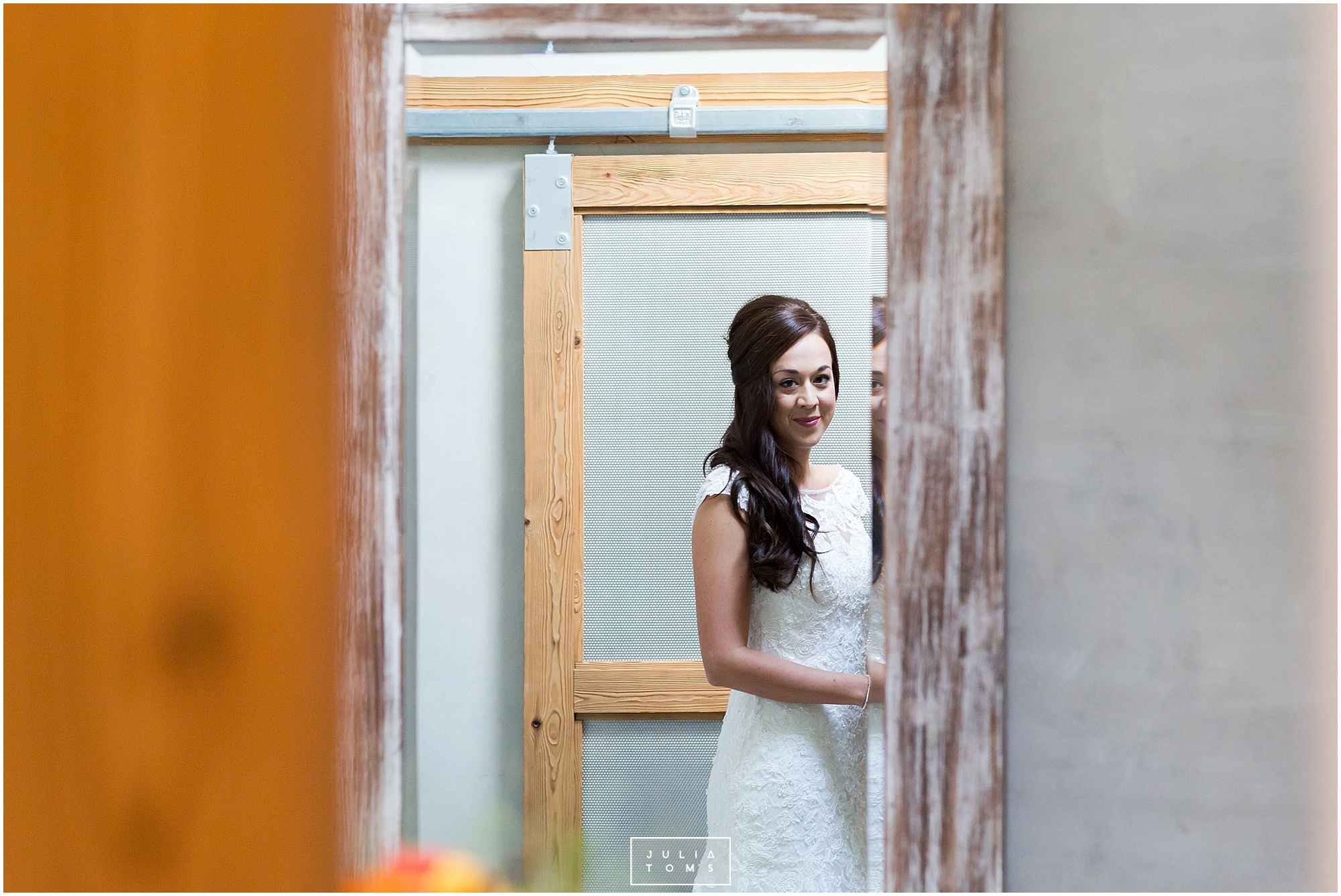 Southend_barn_wedding_photographer_chichester_029.jpg