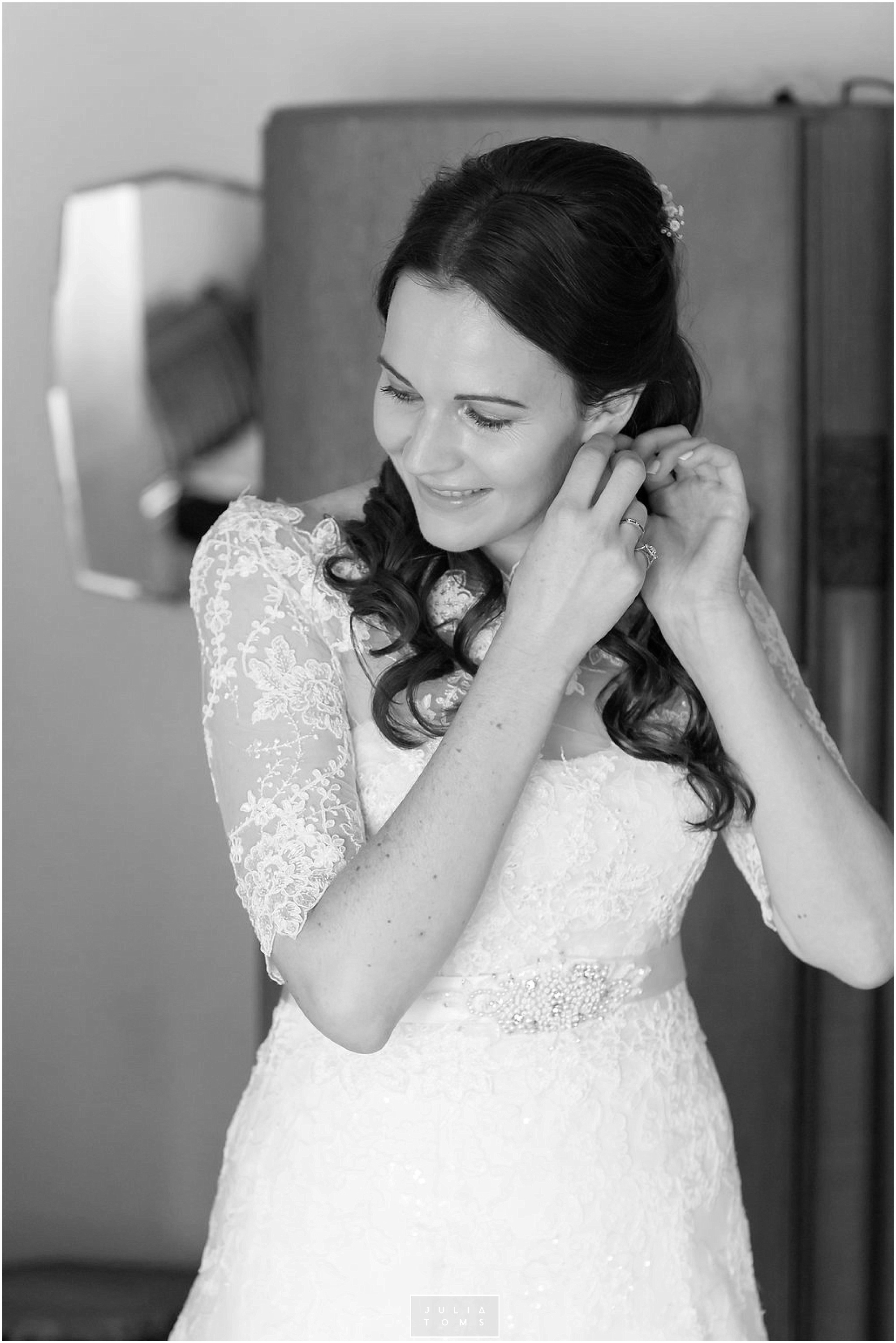 JuliaToms_chichester_fishbourne_wedding_photograher_edes_house_003.jpg