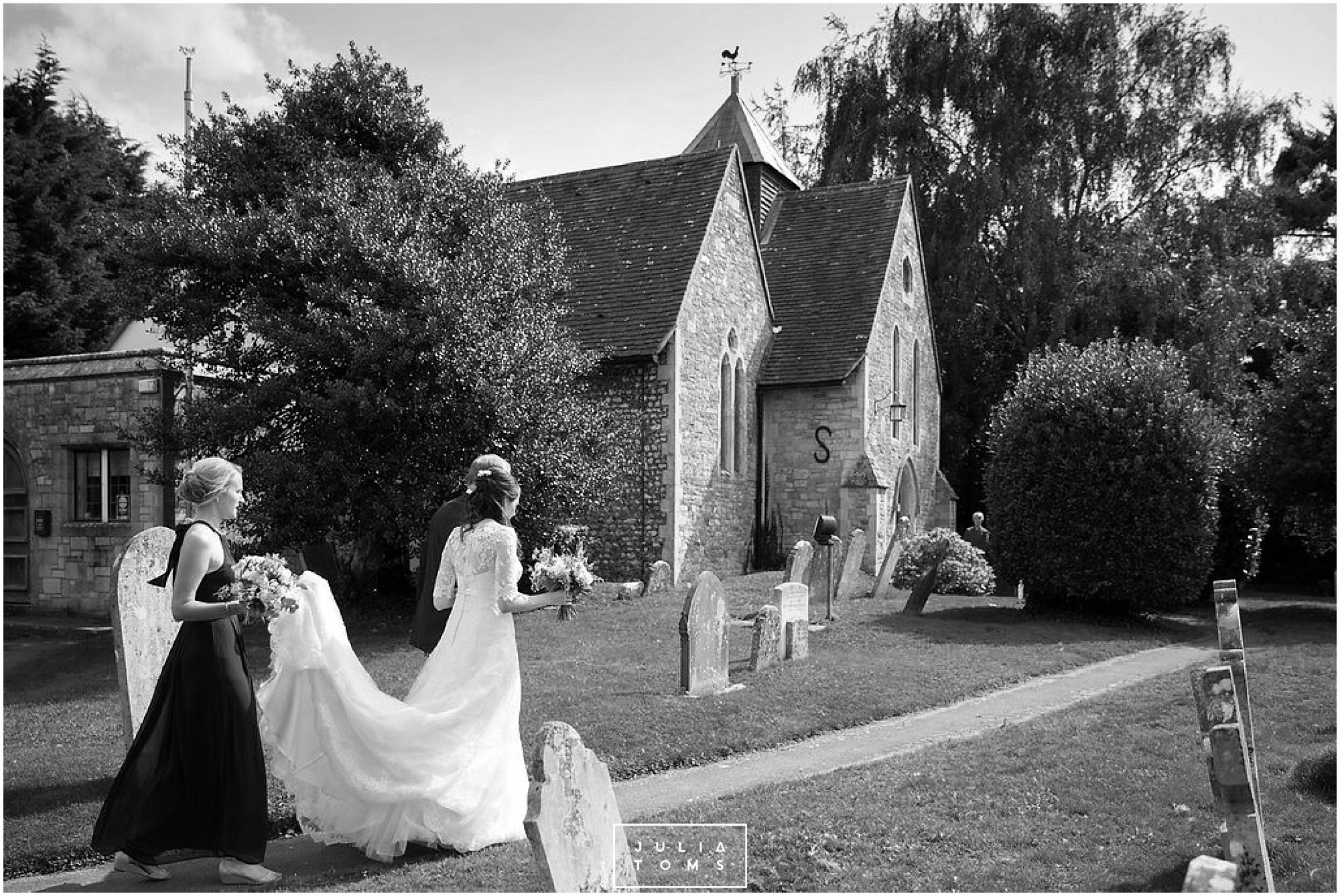 JuliaToms_chichester_fishbourne_wedding_photograher_edes_house_011.jpg