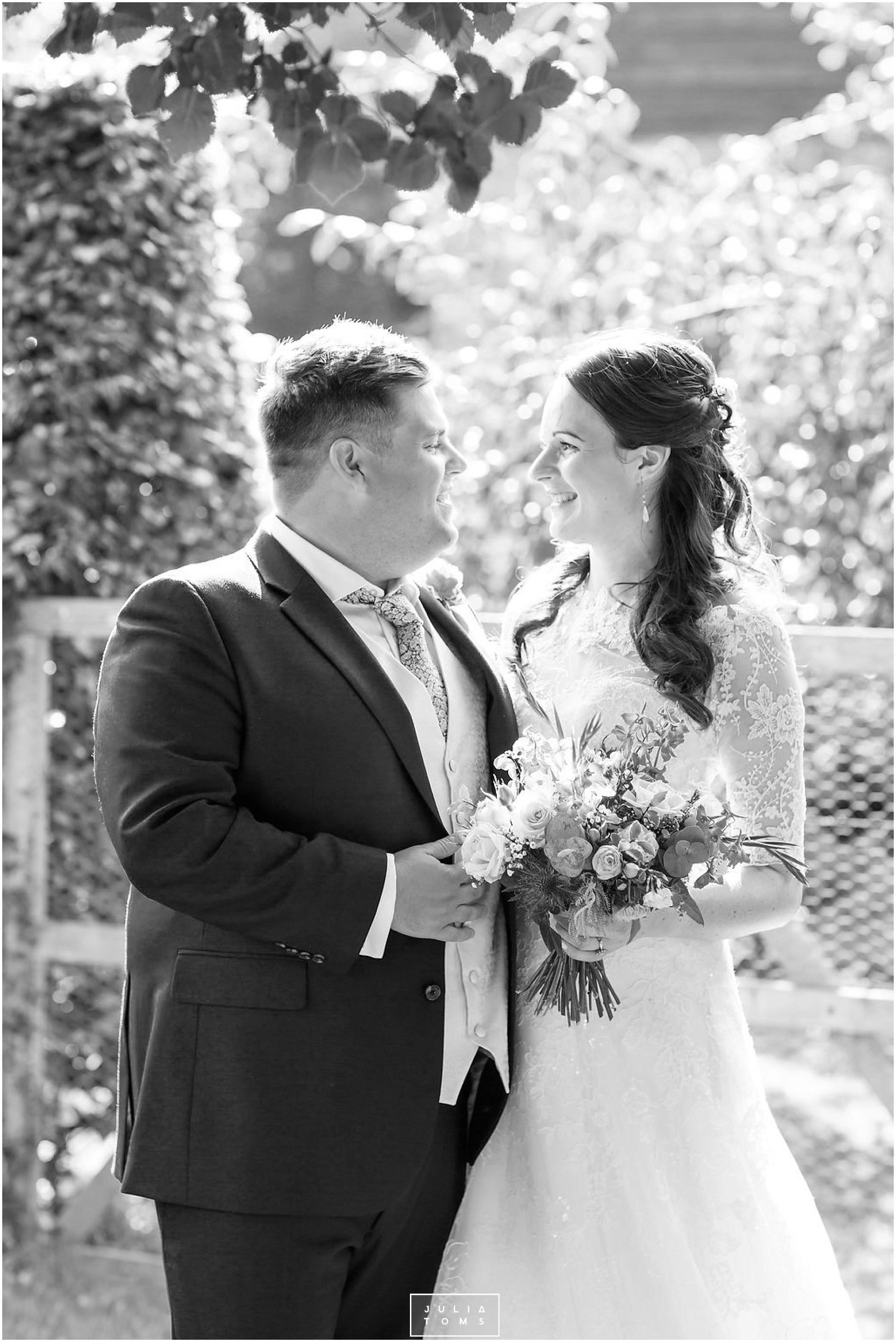 JuliaToms_chichester_fishbourne_wedding_photograher_edes_house_021.jpg