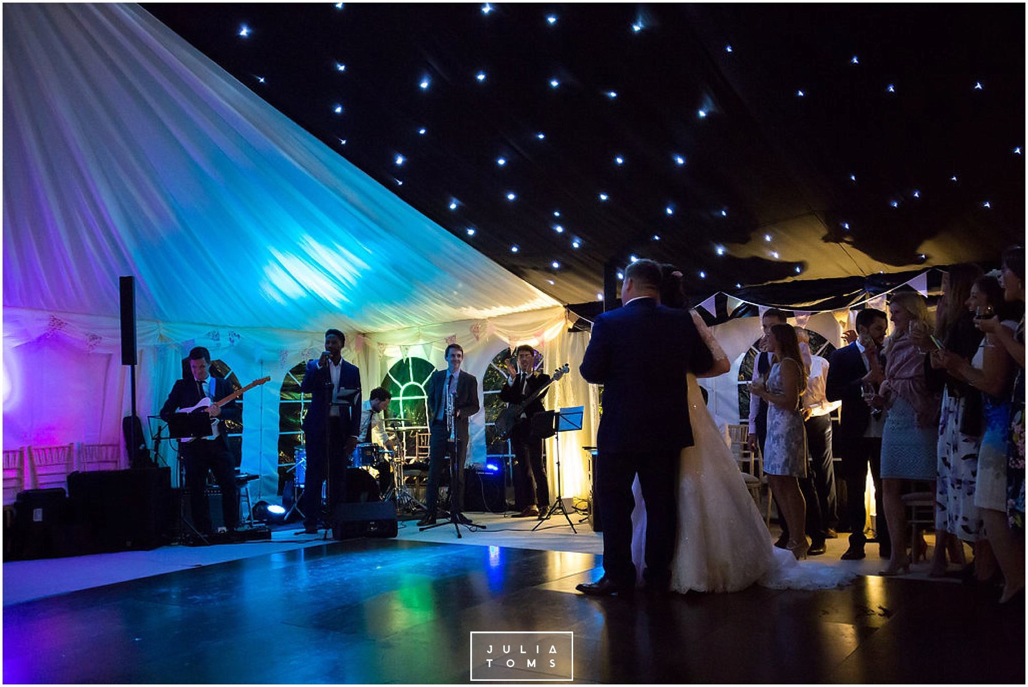 JuliaToms_chichester_fishbourne_wedding_photograher_edes_house_049.jpg